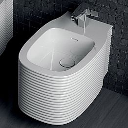Modern-design hanging bidet in pottery made in Italy, Amleto